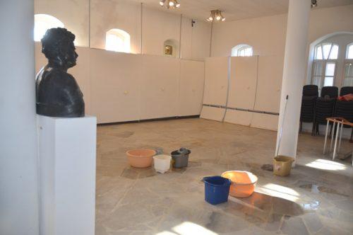 """⬆⬆ Художествената галерия се """"дави"""" в течове, Керимовата къща мухлясва… ⬆⬆"""